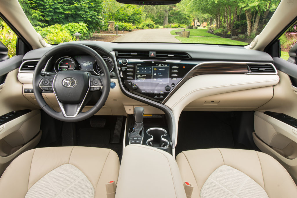 2018 toyota camry hybrid review not your mom 39 s toaster. Black Bedroom Furniture Sets. Home Design Ideas