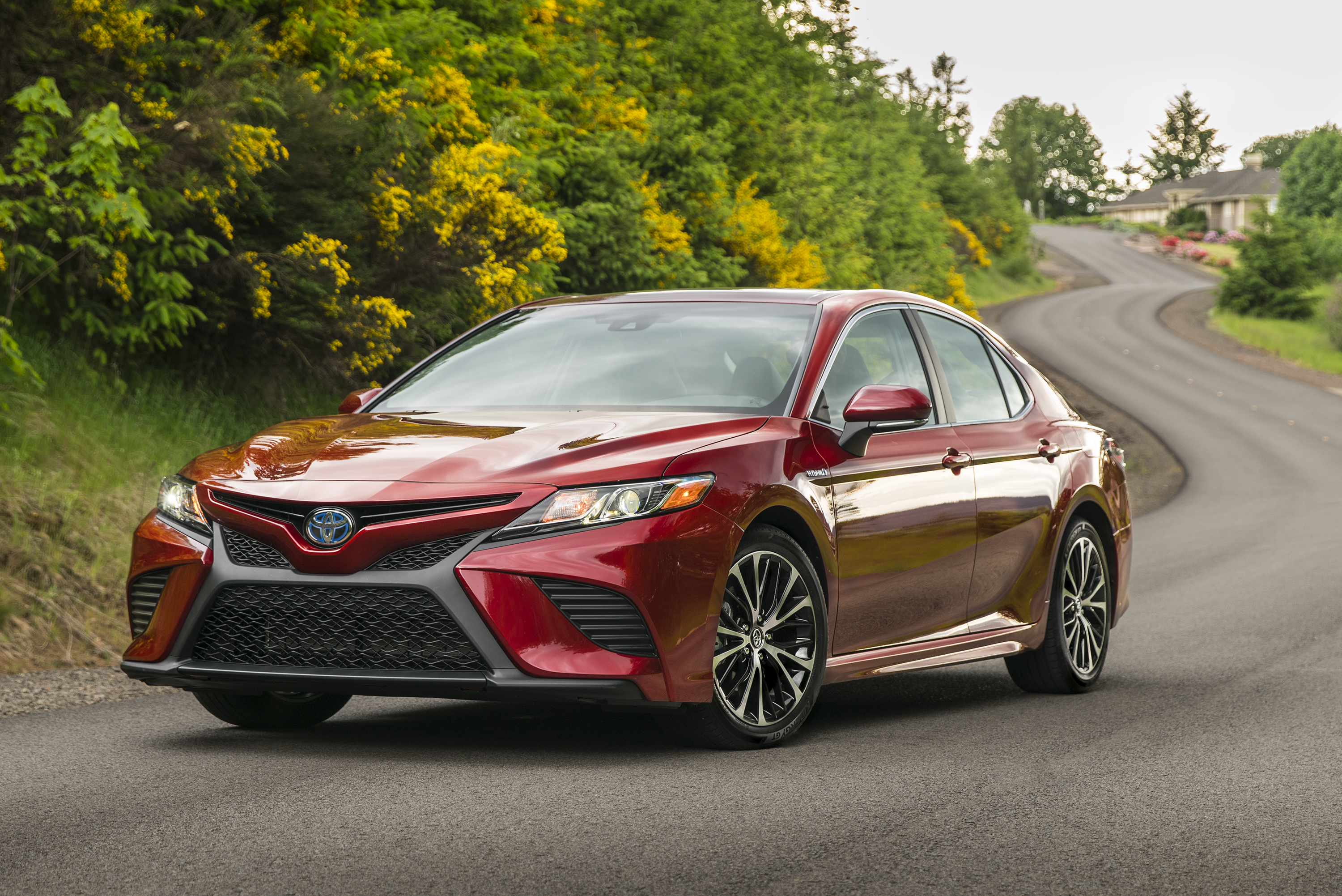 2018 Toyota Camry Hybrid Review: Not Your Mom's Toaster ...