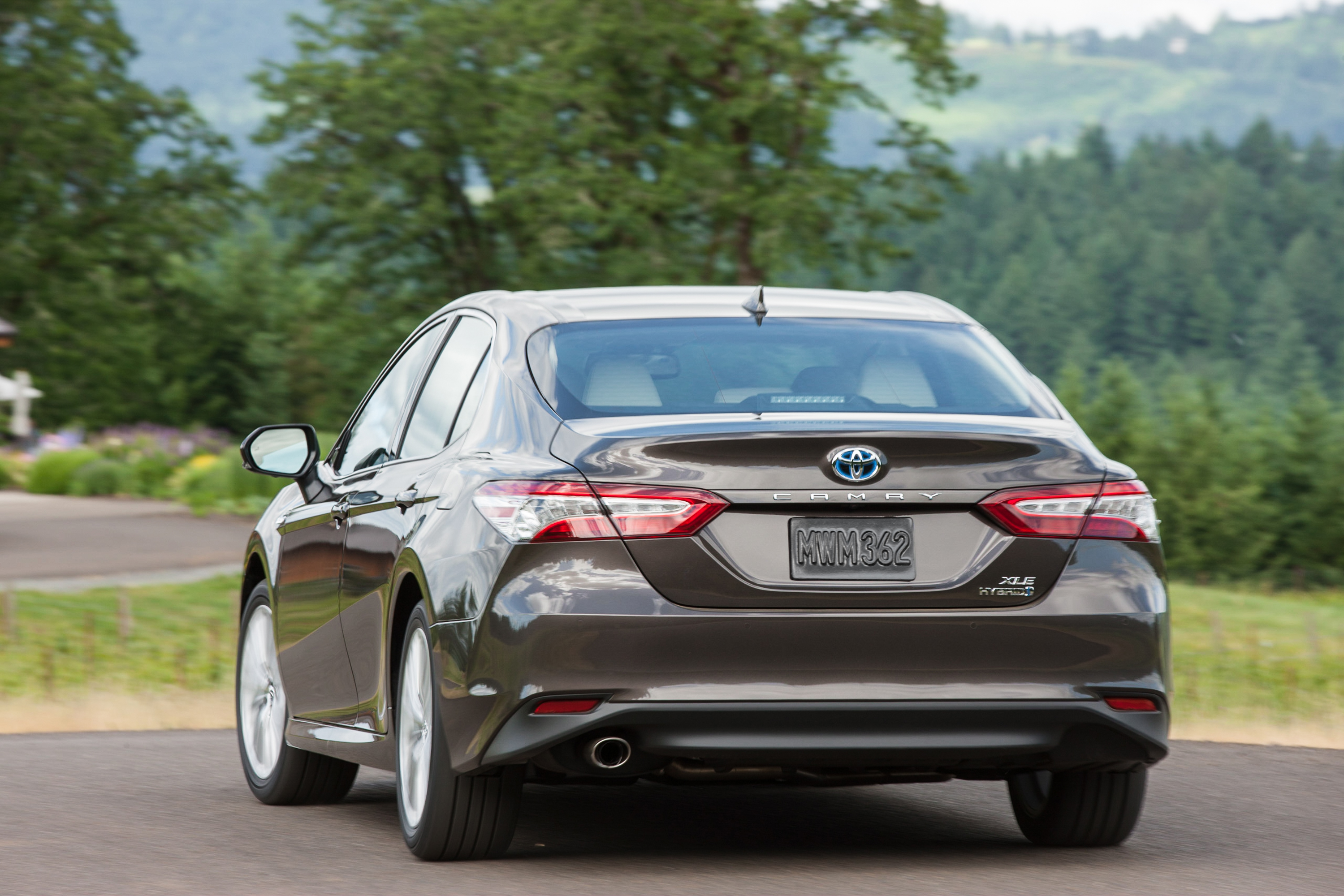 2018 Toyota Camry XLE Hybrid Rear View - The Green Car Guy