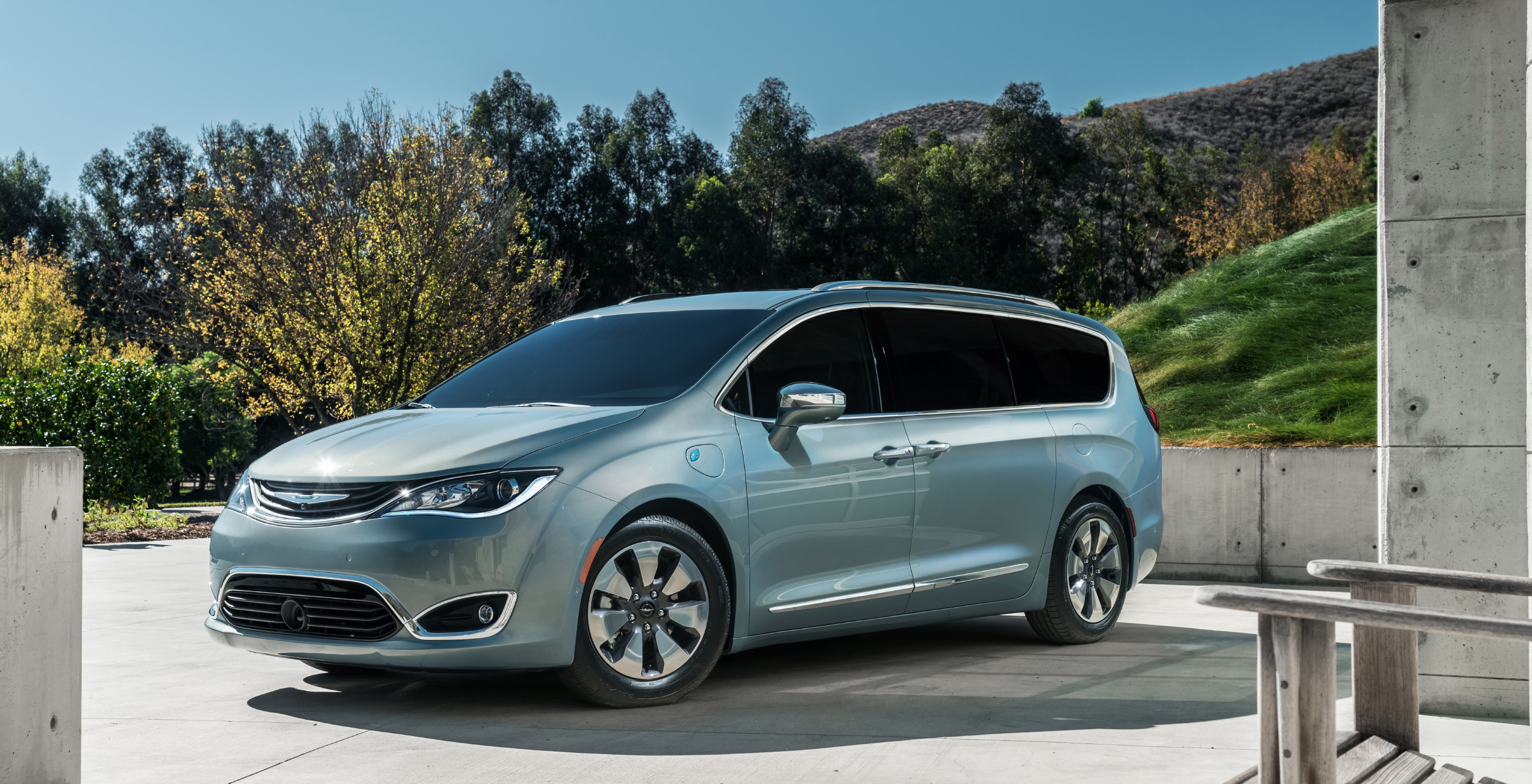 chrysler pacifica hybrid a win for minivan fans the green car guy. Black Bedroom Furniture Sets. Home Design Ideas