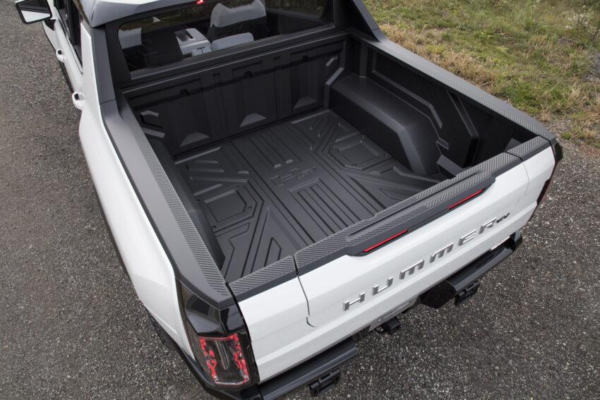 2022 Hummer EV has a short bed.